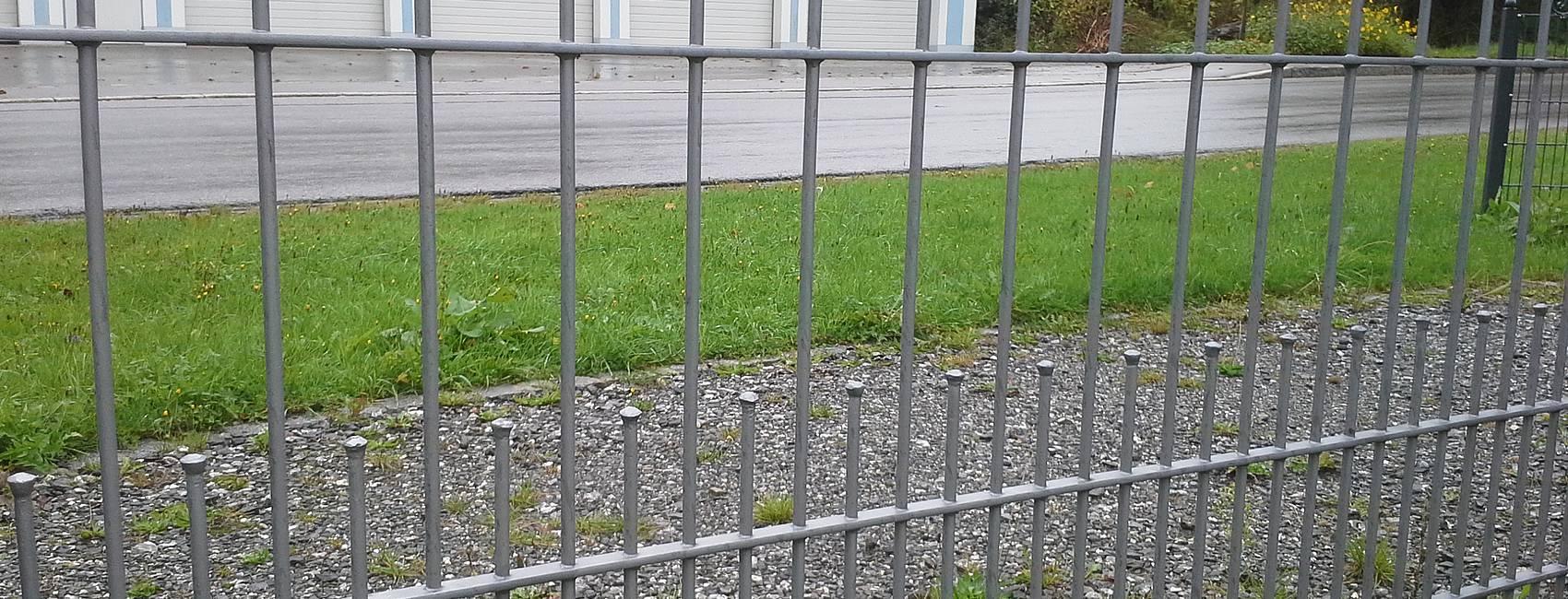 Zaun Belles Zaunbau Zaunmontage und Reperatur Schmiedezaun